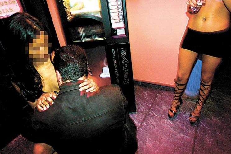 Estado reclama em tribunal lucros de prostituição em bar de alterne