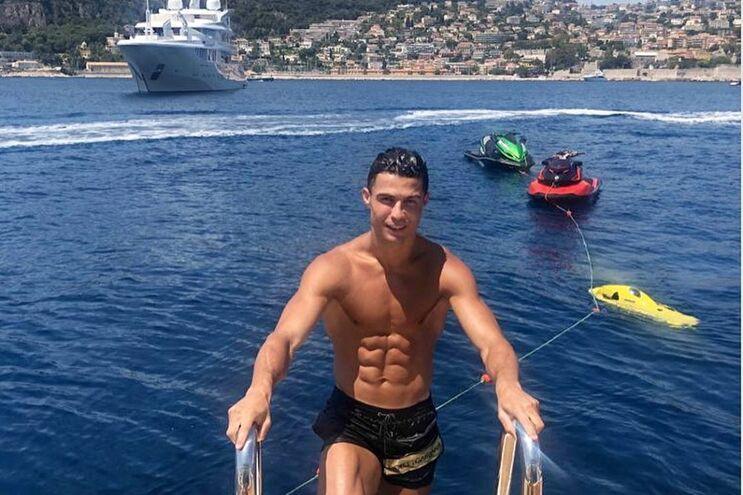 Cristiano Ronaldo a banhos com família na Riviera Francesa