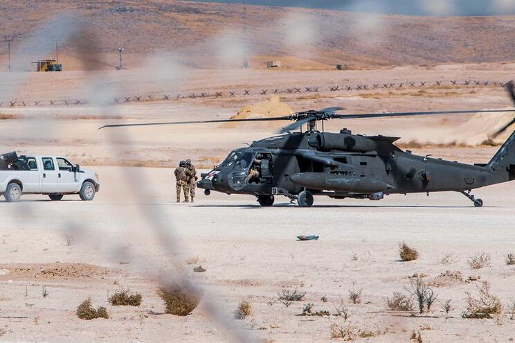 Helicóptero Black Hawk caiu nos Estados Unidos com três pessoas a bordo