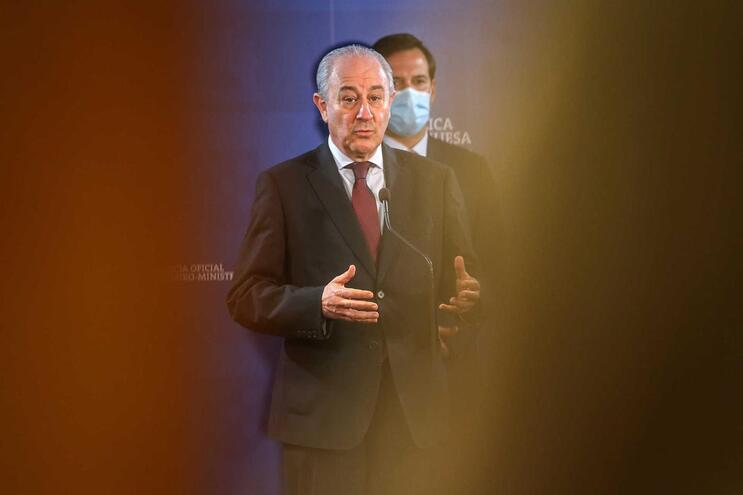 Líder do PSD voltou a criticar ajuda do Estado a órgãos de comunicação social