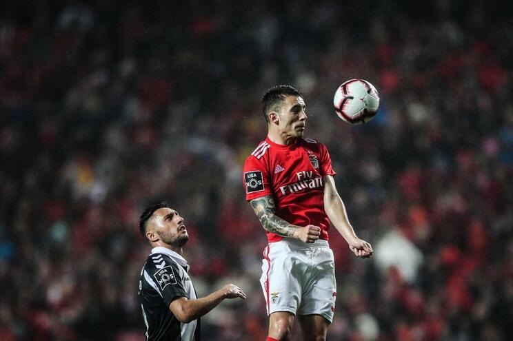 Grimaldo regressa ao onze do Benfica