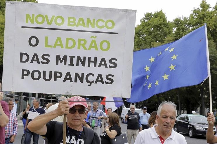 Emigrantes lesados do BES vão voltar a manifestar-se em Paris