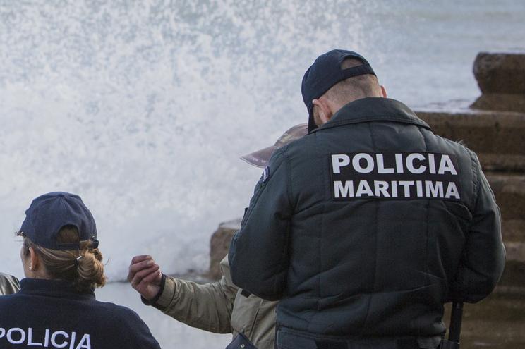 A Polícia Marítima está a proceder a buscas no local