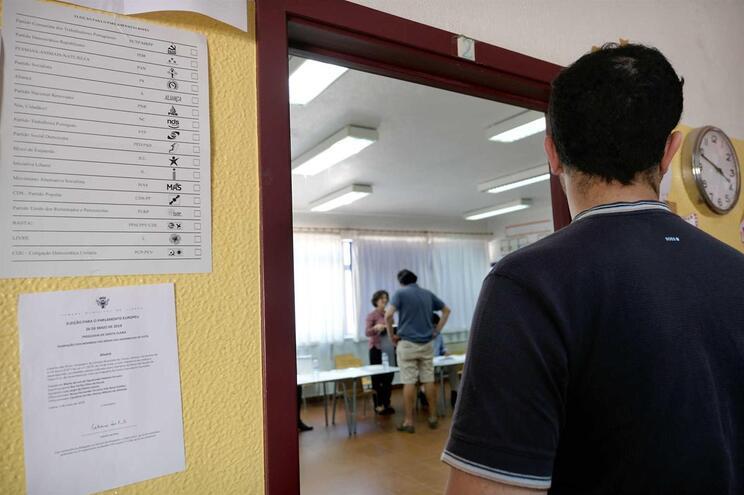 Abstenção aumentou, mas houve mais portugueses a votar