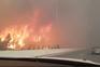 O vídeo impressionante de um carro a passar junto às chamas na Grécia