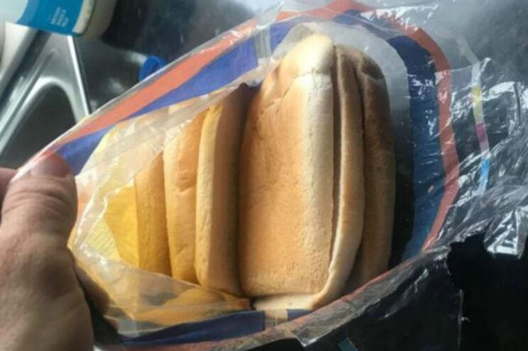 Mulher surpreendida ao comprar pão de forma só com côdeas