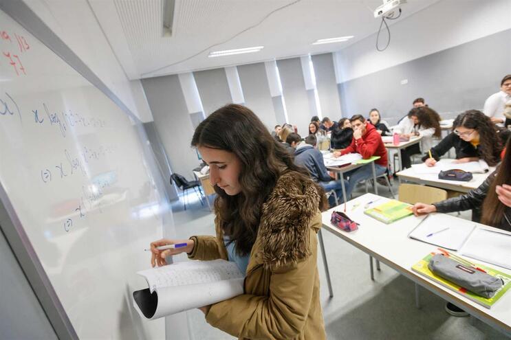 Escolas perderam mais de 400 mil alunos e 30 mil professores em menos de 10 anos