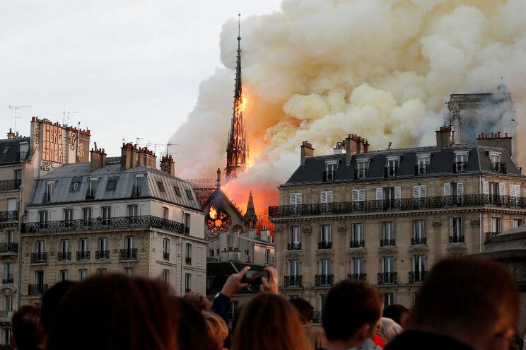 A 15 de abril, o Mundo ficou chocado com as imagens do incêndio a consumir um dos símbolos de Paris