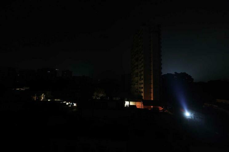 Falhas elétricas afetam Caracas e 11 Estados