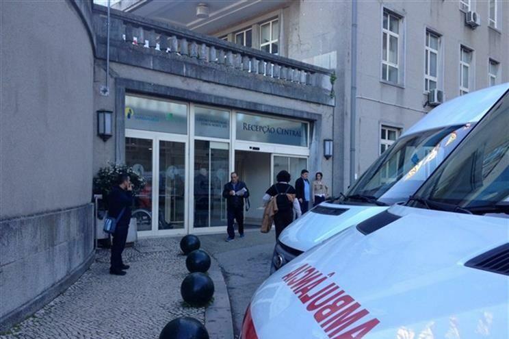 Vítima está internada no Hospital Santa Maria, em Lisboa