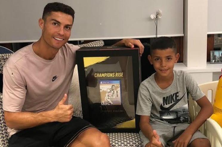 """Cristiano Ronaldo: """"Às vezes como piza com o meu filho. Caso contrário fico aborrecido"""""""