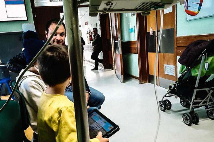 Pais queixam-se das condições em que os filhos recebem tratamentos no Hospital S. João e no Joãozinho