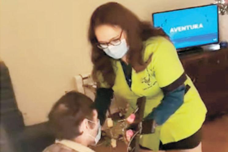 Em Melgaço, diretora de serviços do lar deu a cruz a beijar na Páscoa