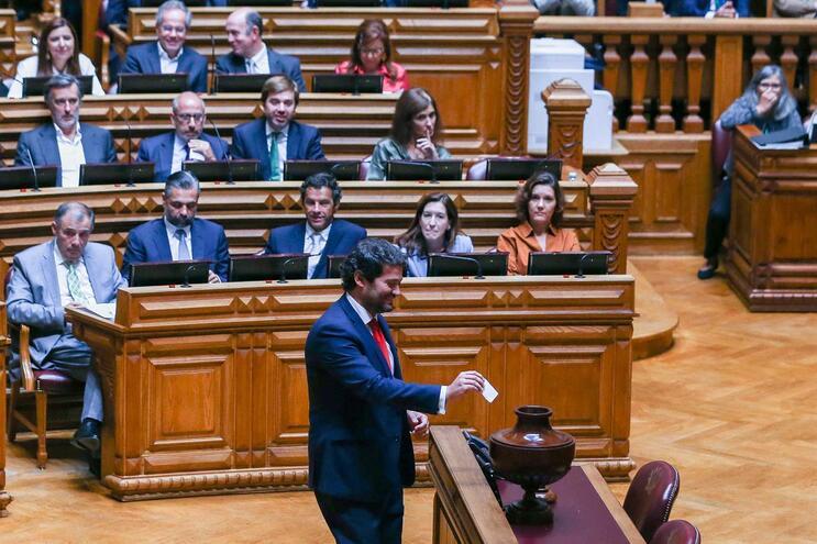 """Agressões a bombeiros de Borba """"aquecem"""" debate e dividem parlamento"""