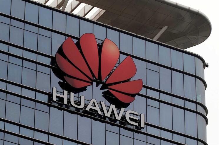 Huawei desafia concorrência com telemóvel 5G por 530 euros