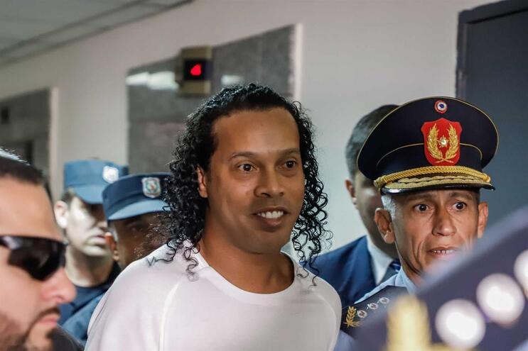 RonaldinhoGaúcho e o irmãoRoberto tinham sido notificados que podiam regressar ao Brasil, por terem