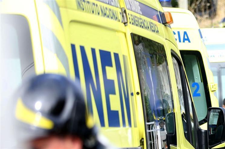 Capotamento de tuk tuk causa seis feridos