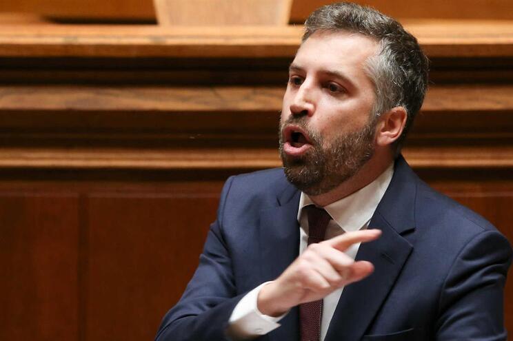 O secretário de Estado dos Assuntos Parlamentares, Pedro Nuno Santos, intervém durante o debate na especialidade