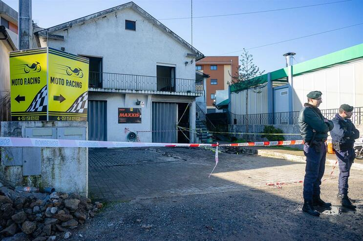Incêndio ocorreu na madrugada de dia 4 de janeiro , na aldeia de Parada     (Rui Manuel Fonseca / Global