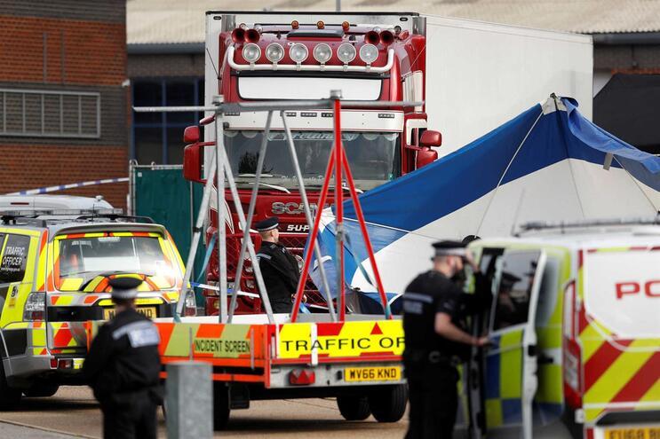 Vítimas encontradas em camião no Reino Unido serão vietnamitas