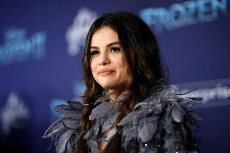 """Selena Gomez e irmã vestem-se de igual na antestreia de """"Frozen 2"""""""