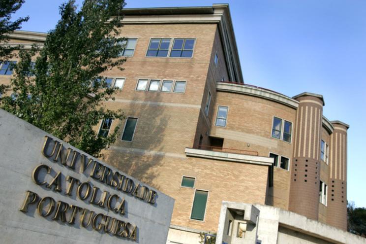Três universidades privadas na corrida ao curso de Medicina