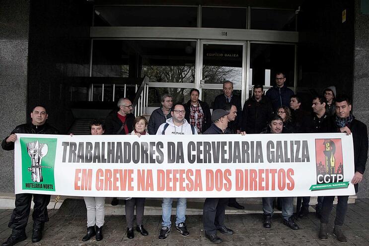 Trabalhadores fizeram greve no dia 9 contra os atrasos nos pagamentos