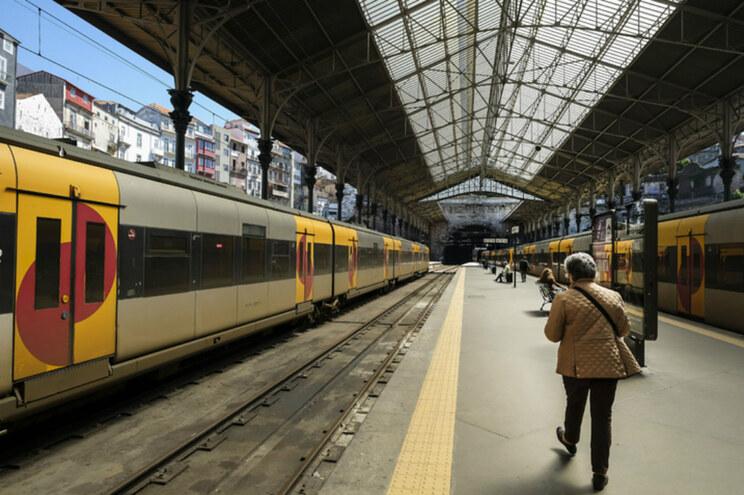 Só circularam 41 comboios até às 12 horas dos 243 programados pela CP