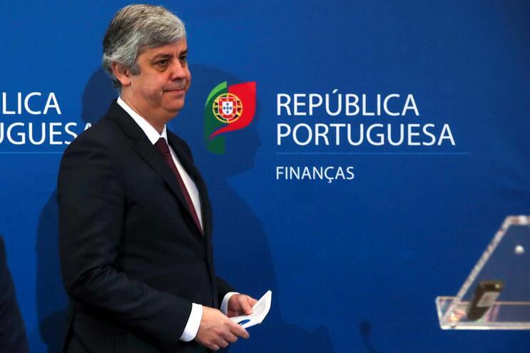 Carga fiscal supera 35% do PIB no próximo ano após correção de erros