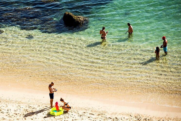 Julho e agosto atraem 400 mil portugueses às praias algarvias