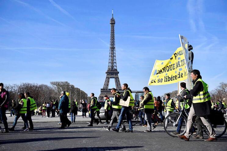 Maioria dos franceses quer fim dos protestos de rua dos Coletes Amarelos