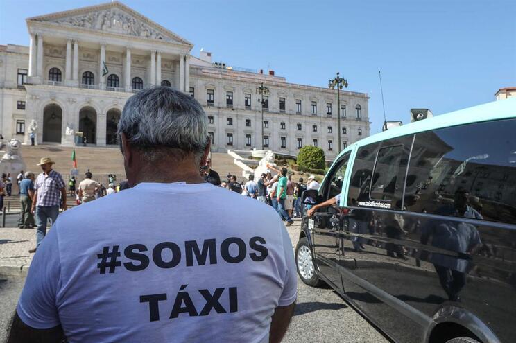 PS propõe passar regulamentação do transporte de passageiros para autarquias