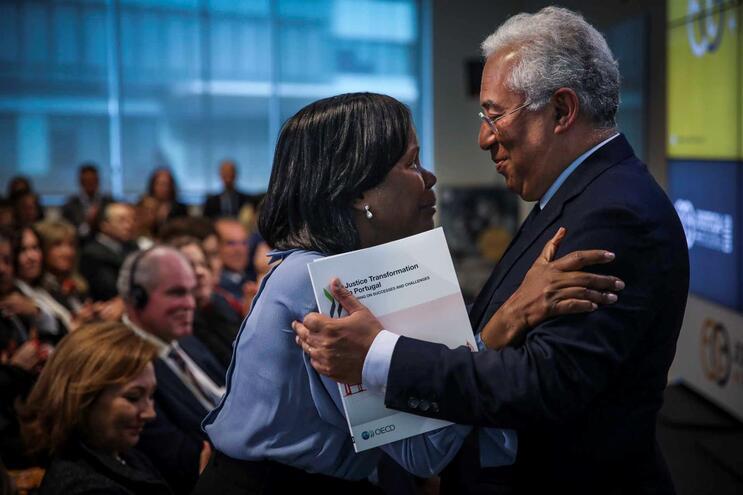 "António Costa e  ministra da Justiça, Francisca Van Dunem, na iniciativa ""Justiça + Próxima"""