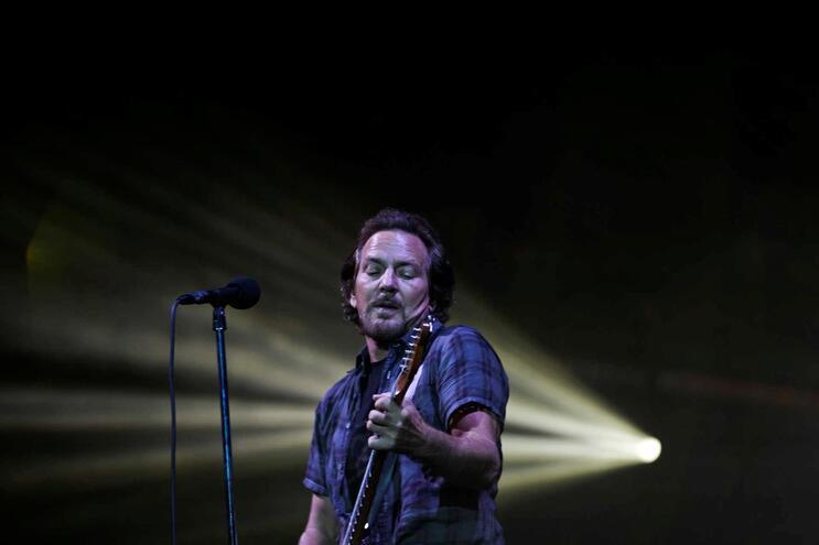 Digressão europeia da banda de Eddie Vedder, mantém-se, para já