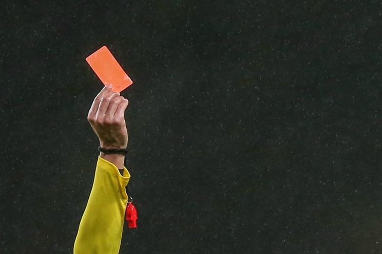 Árbitros mostram cartão vermelho ao Conselho de Arbitragem