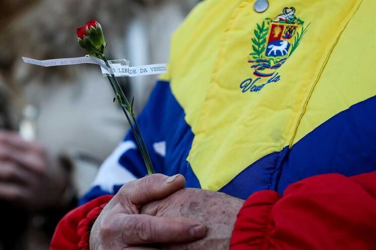 Embaixada da Venezuela em Portugal nega tentativa de movimentos no Novo Banco