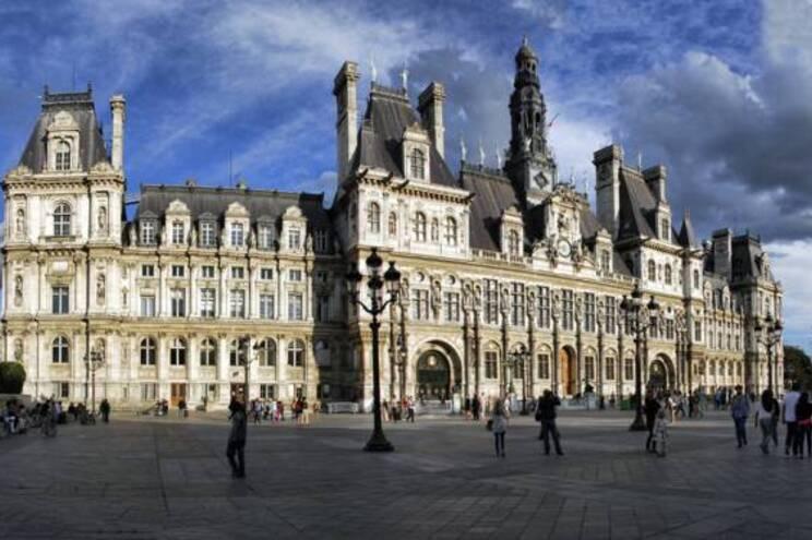 Paris está dividida em 20 bairros e cada um tem um presidente da Câmara
