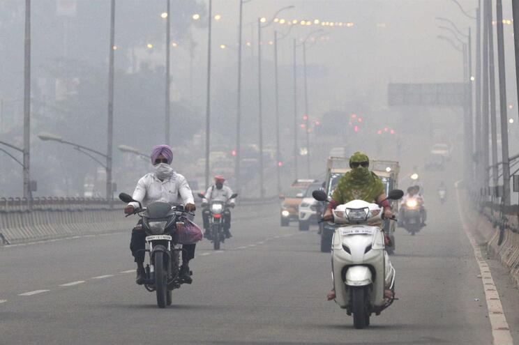 Crianças deixam de ir à escola em Nova Deli devido à poluição