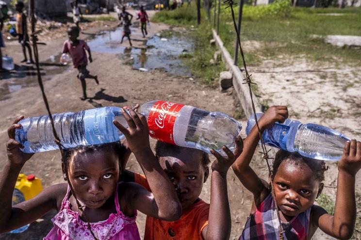 """Vacinar contra a cólera """"faz a diferença"""" mas é preciso água, diz OMS"""