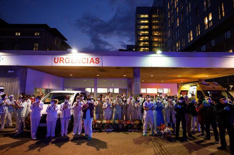 Manifestação de apoio ao pessoal médico em Valência, Espanha