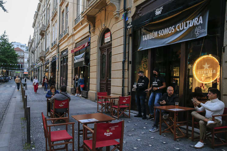 Protesto da Associação de Bares do Porto para reivindicar abertura do setor