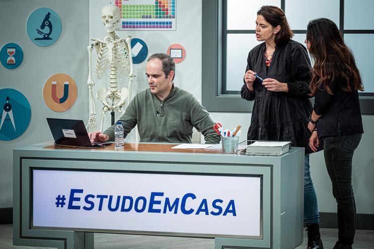 """40 professores em """"full time"""" no #EstudoEmCasa. Veja o mapa de aulas"""