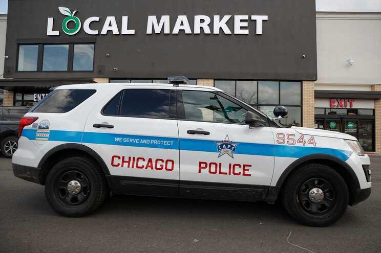 Abatido depois de disparar ao acaso em vários locais de Chicago