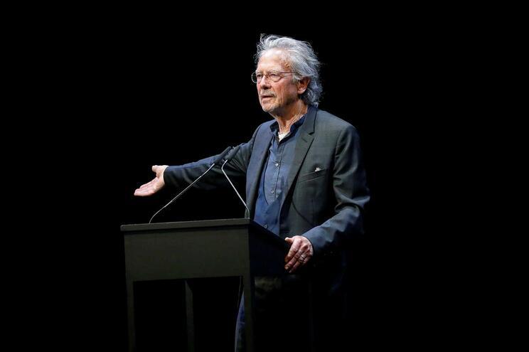 """Peter Handke, polémico e inovador, para quem """"não escrever é muito importante"""""""