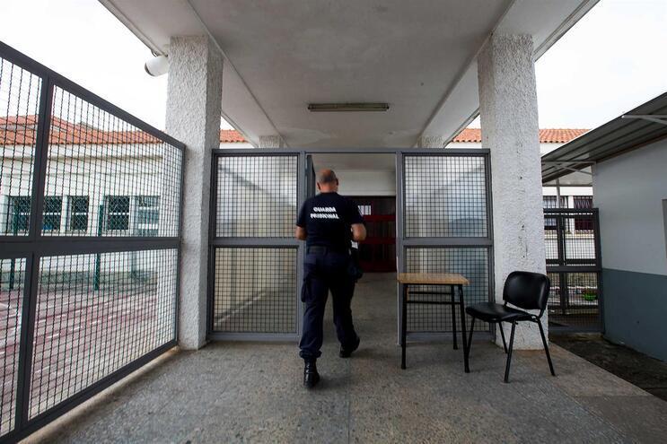 Num universo de 20 mil pessoas dos serviços prisionais há 435 casos positivos de covid-19