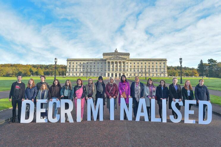 Aborto e casamento entre pessoas do mesmo sexo legalizados na Irlanda do Norte