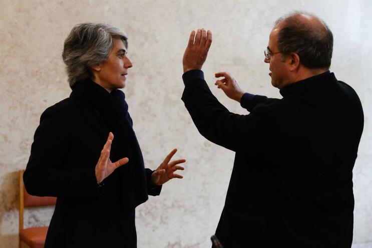 A ministra da Cultura, Graça Fonseca conversa com o secretário de Estado do Cinema, Audiovisual e Media