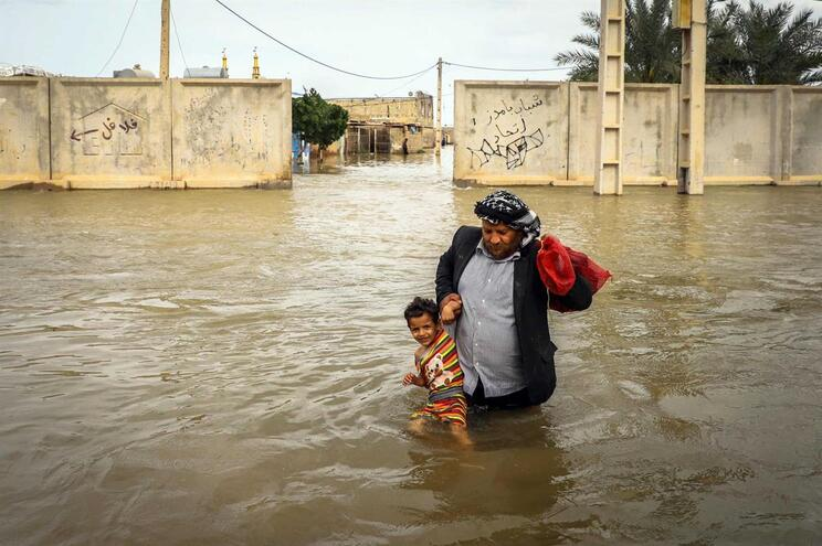 Mais de 60 mil pessoas retiradas de cidade iraniana devido a inundações