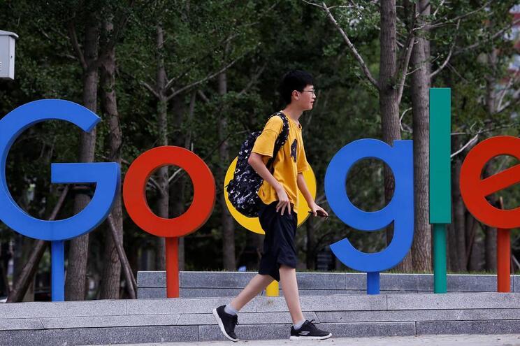O motor de busca Google, o correio eletrónico Gmail e o sistema de mapas a ele agregados têm uma posição