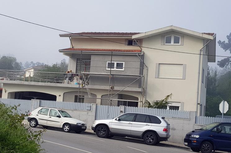 Assaltantes foram surpreendidos à saída da casa pela GNR